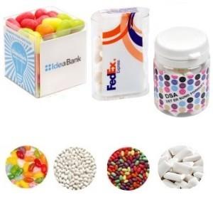 žvýkačky a pastilky v plastovém obalu s potiskem