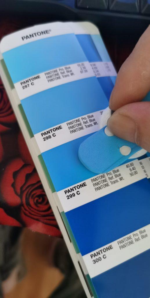 Zakázkově je lze tisknou i volit jejich barvu dle pantone vzorníku.