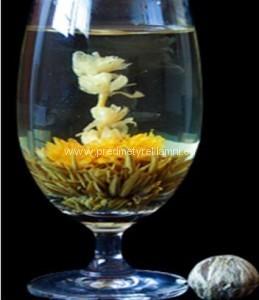 Reklamní kvetoucí čaj měsíček a lilie