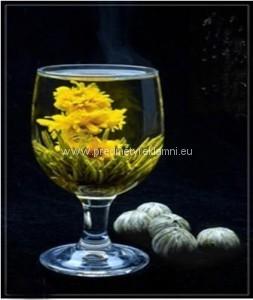 Reklamní kvetoucí čaje tři měsíčky a zelený čaj